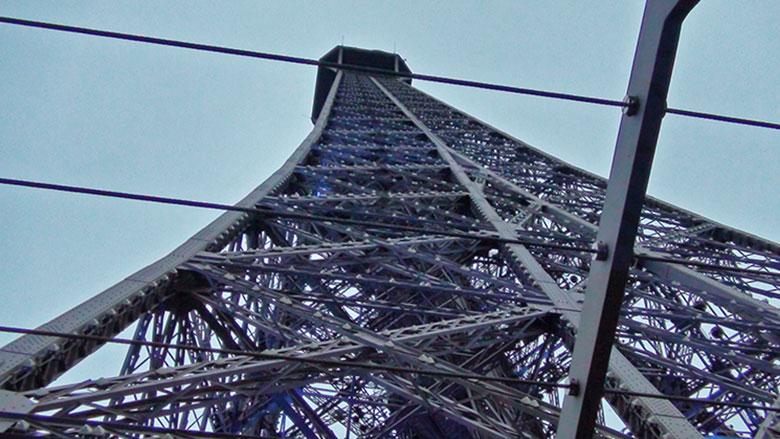 Torre Eiffel e sua estrutura de ferro