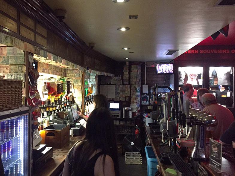 Interior do Cavern Pub em Liverpool