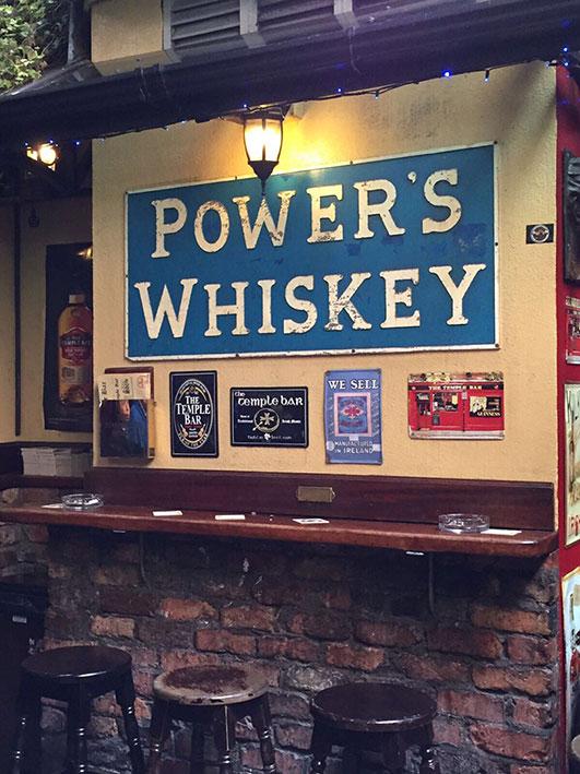 Parte interna do The Temple Bar em Dublin