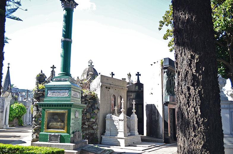 Túmulo de Eliza Brown no cemitério da Recoleta