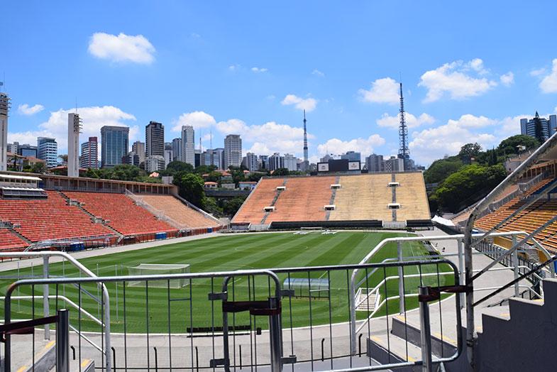 Campo do Estádio do Pacaembu visto do Museu do Futebol